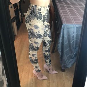 🦊 5/20 Paisley Print Cream Fashion Legging Light